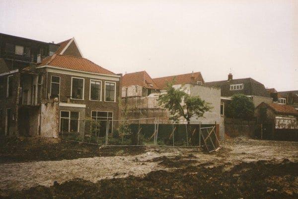 Een foto van de achterkant van het sloopterrein uit 1986