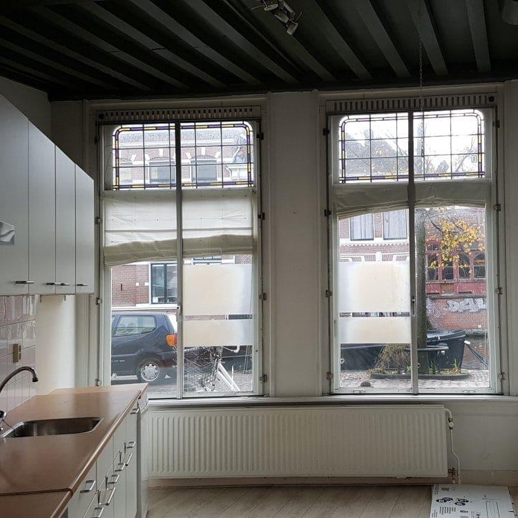 Het uitzicht vanuit de woonkeuken van Nieuwe Rijn 74