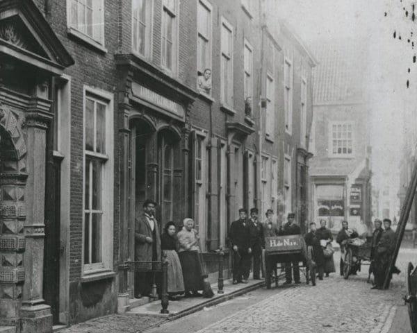 De Lokhorststraat gezien vanaf het Gerecht circa 1885