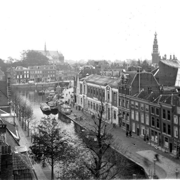 De Aalmarkt op een foto uit het eind van de jaren 1920