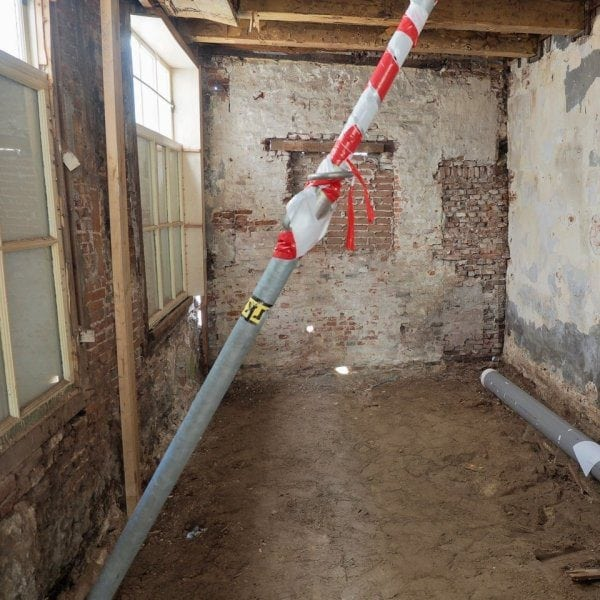 De benedenverdieping van Hogewoerd 63 na de ontmanteling