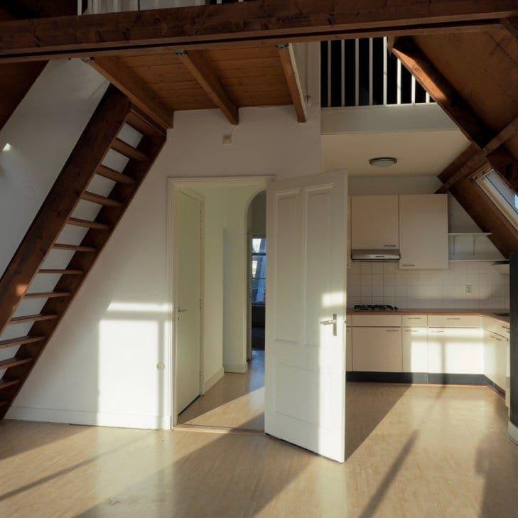 De achterkant van de woonkamer in Hogewoerd 32c