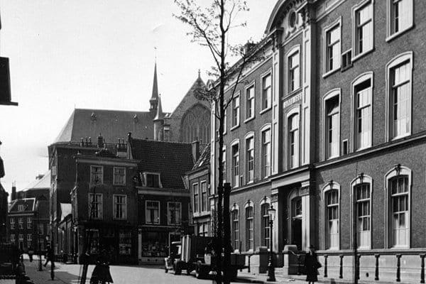 Het gebouw van MSG aan de Pieterskerkgracht in 1943